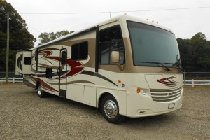 Pre-owned 2013 Newmar Canyon Star 3940 Class A