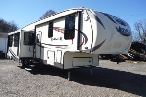 Pre-owned 2016 Jayco Eagle 325BHQS Fifth Wheel