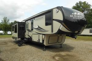 Pre-owned 2016 Keystone Montana High Country 352RL Fifth Wheel