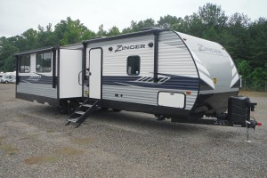 Pre-owned 2020 CrossRoads Zinger 292RE Travel Trailer