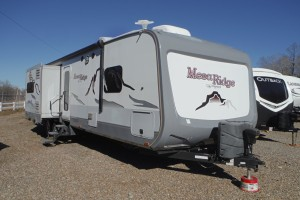 Pre-owned 2016 Highland Ridge Mesa Ridge 310BHS Travel Trailer